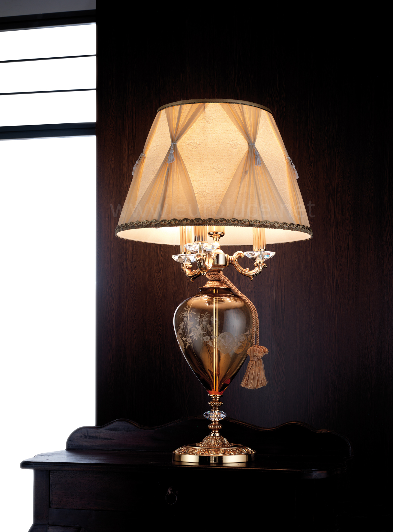 Настольная лампа в классическом стиле